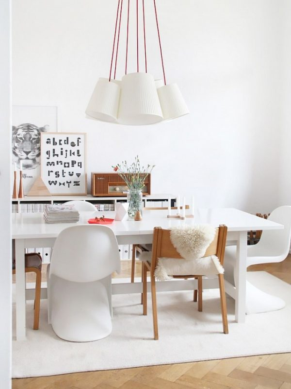 50 modern dining chairs to set your table with style for Contemporary plastic dining chairs
