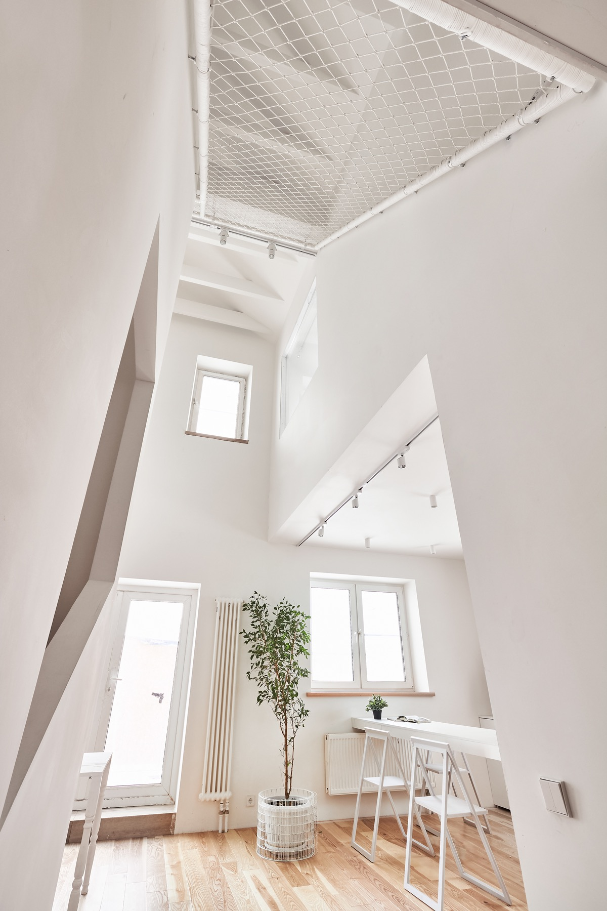 Natural Light Design - A white and wood house for a stylish family