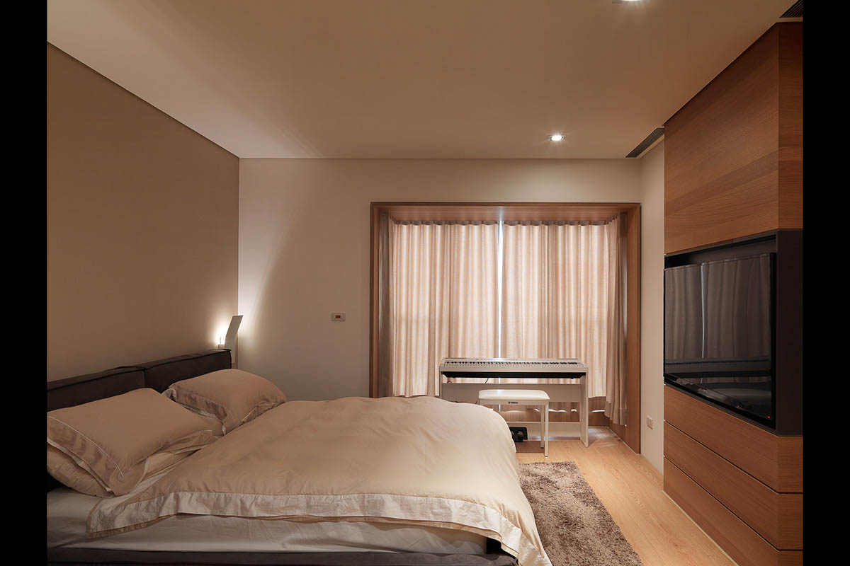 Simple Bedroom Design - 4 homes with design focused on beautiful wood elements