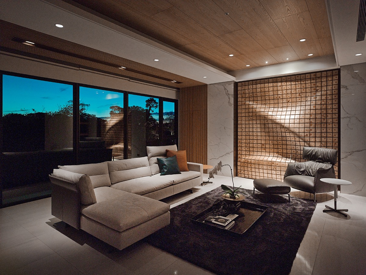 Small Chic Living Room - 4 homes with design focused on beautiful wood elements