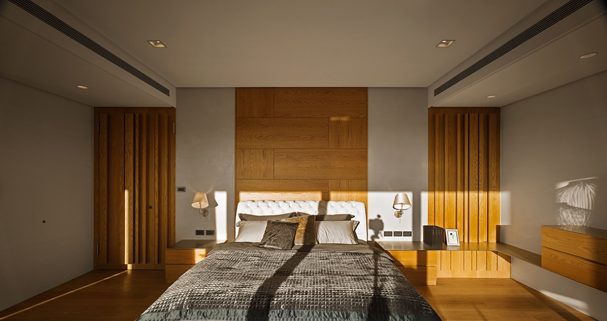Sunny Bedroom - 4 homes with design focused on beautiful wood elements