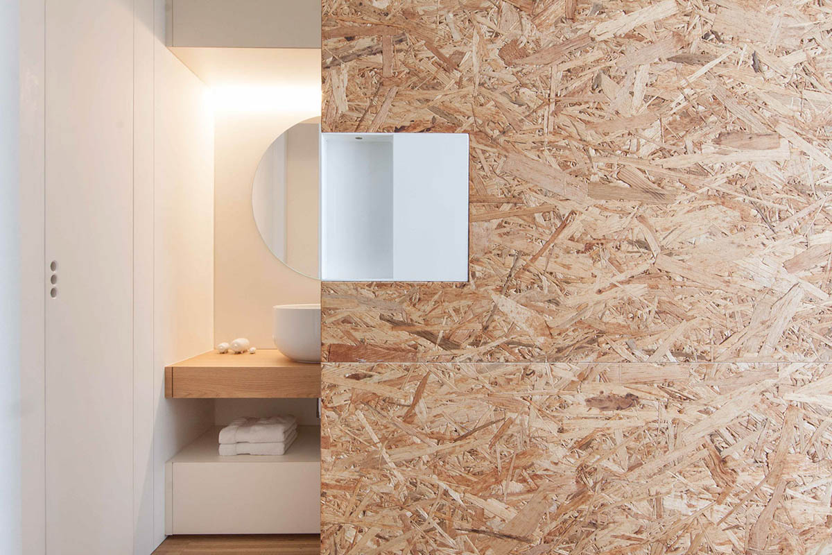 Cork Wall Scandinavian Style Bathroom - 3 light and bright apartments celebrating white space
