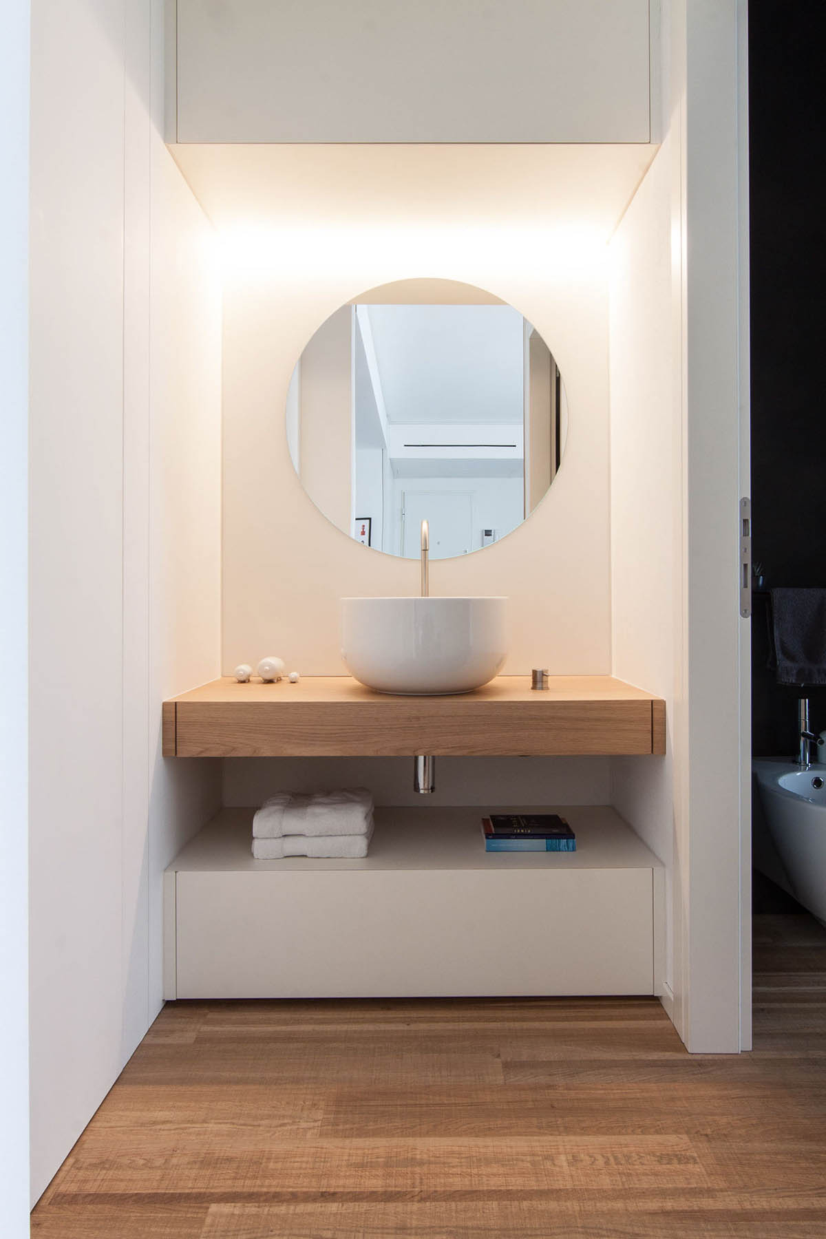 White And Wood Bathroom Round Mirror - 3 light and bright apartments celebrating white space