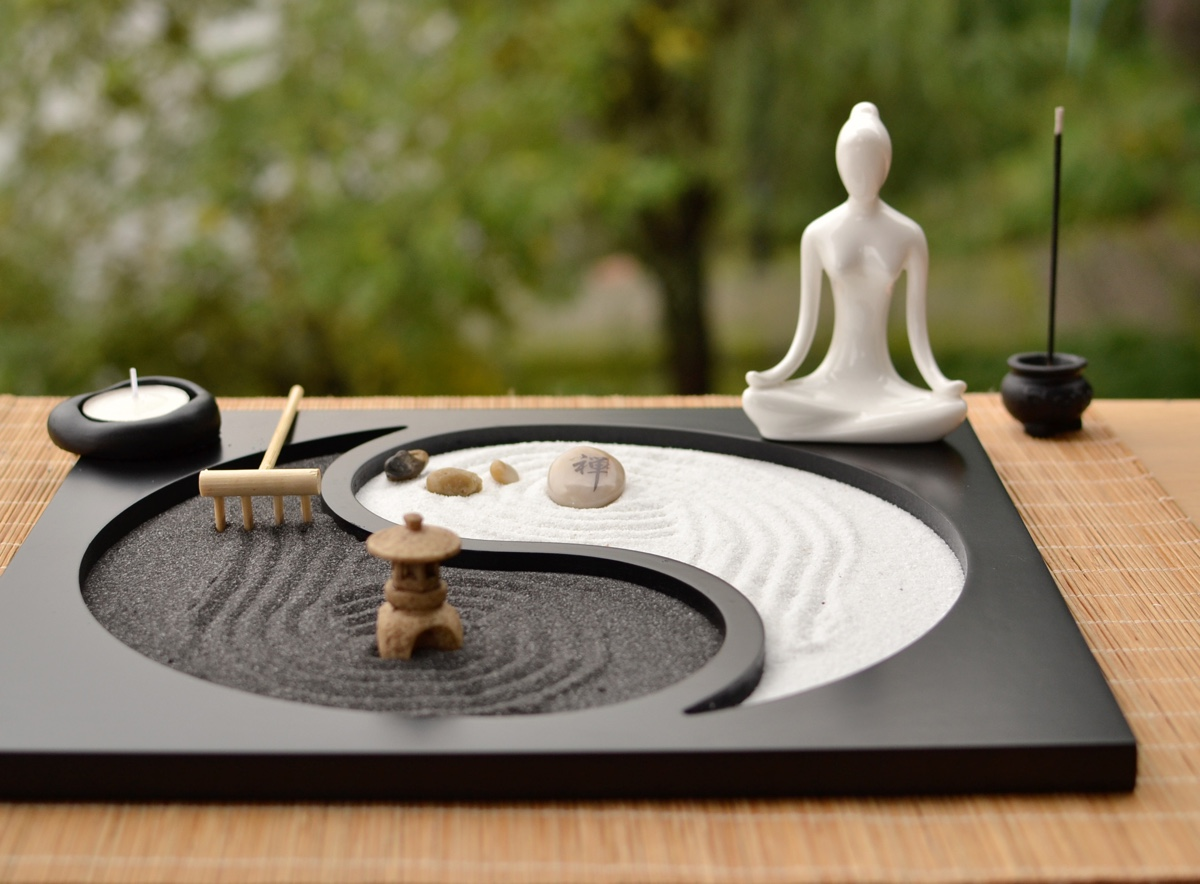 cool product alert table top zen garden. Black Bedroom Furniture Sets. Home Design Ideas