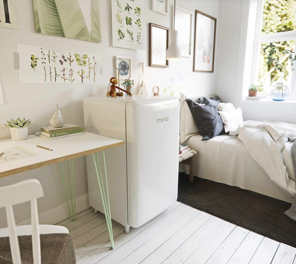 White Mint Desk - Scandinavia meets japan in these minimalist work spaces