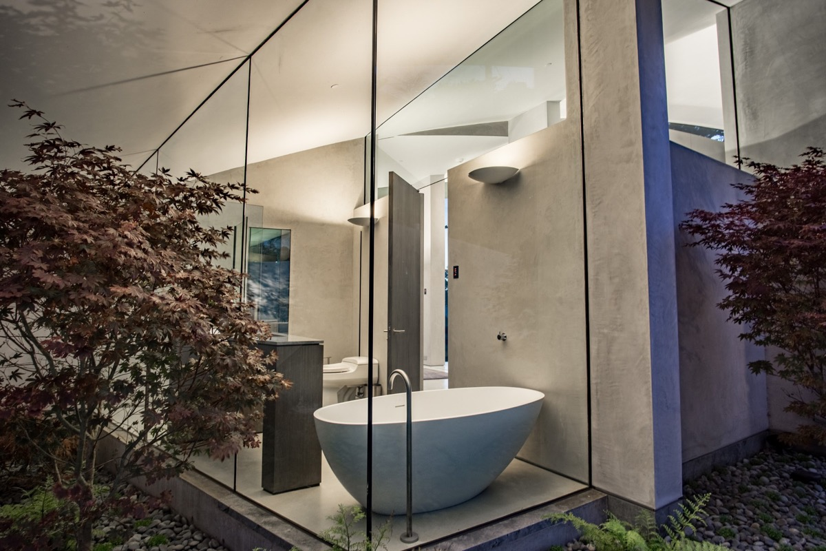 A Bath With A View - A stunning butterfly inspired house on the california coast
