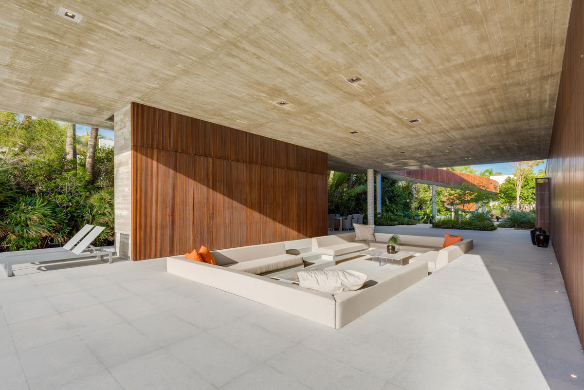 A Luxury Miami Beach Home With Pools, Natural Lagoons, And A Rooftop Garden images 7