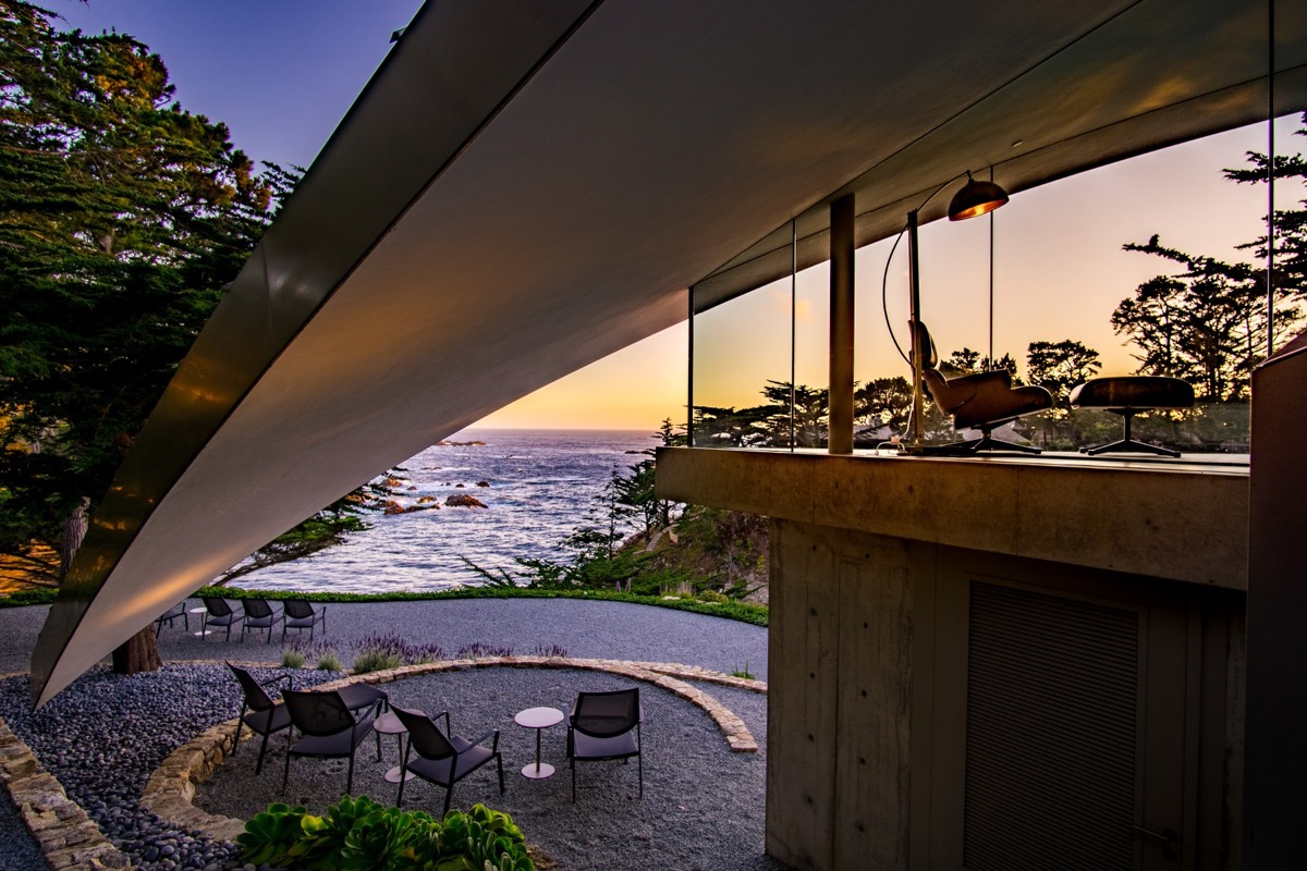 Stunning California Beach House Inspired By The Horizon: A Stunning Butterfly-Inspired House On The California Coast