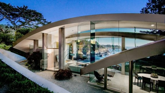 A Stunning Butterfly-Inspired House on the California Coast