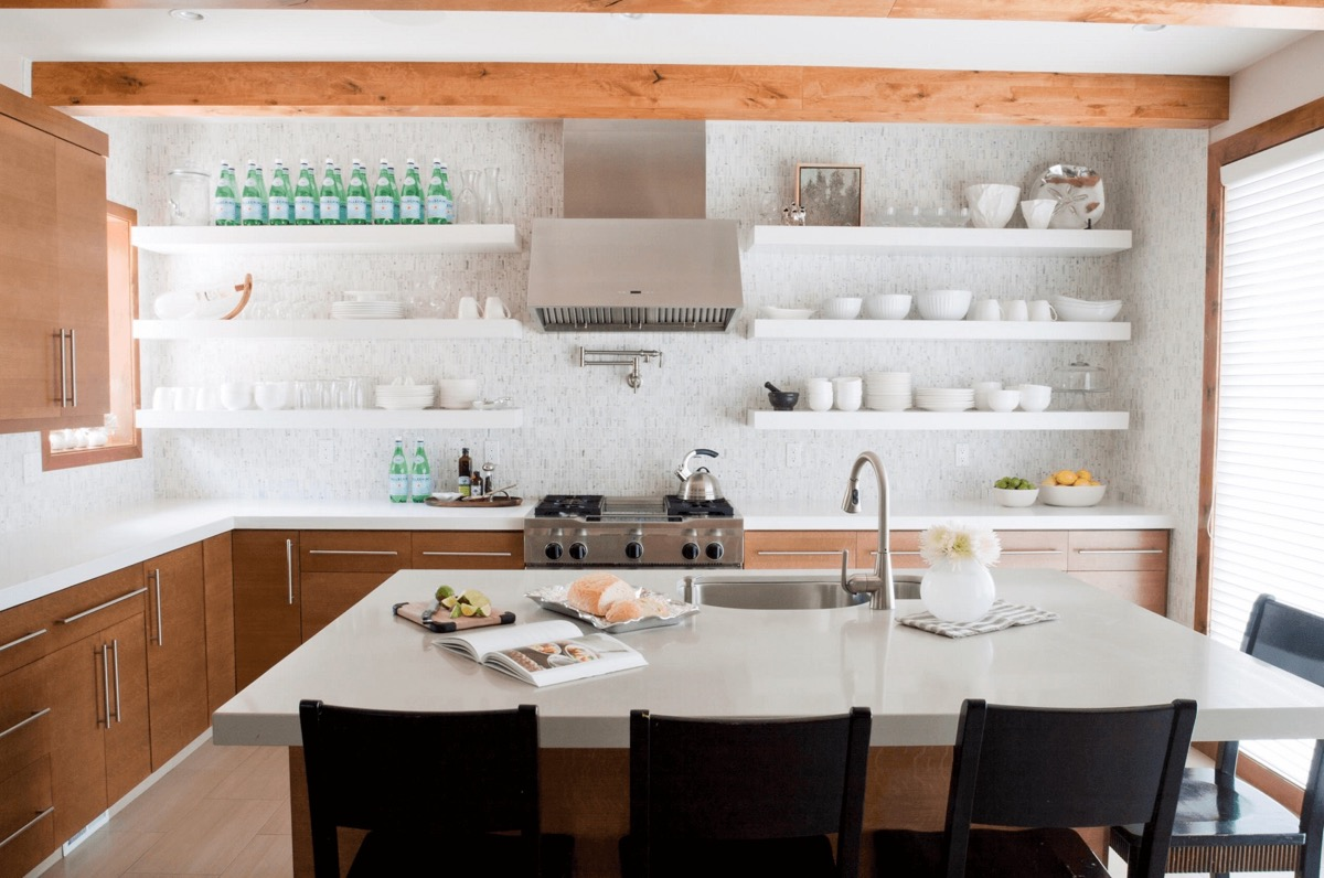 Open Kitchen Shelving: 40 Classy Examples That Show How The Pros ...
