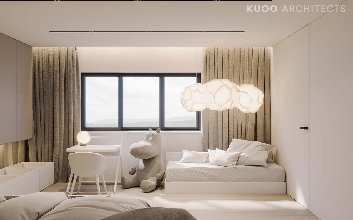 Ritzy UK Home with Glam Metallic Accents images 30