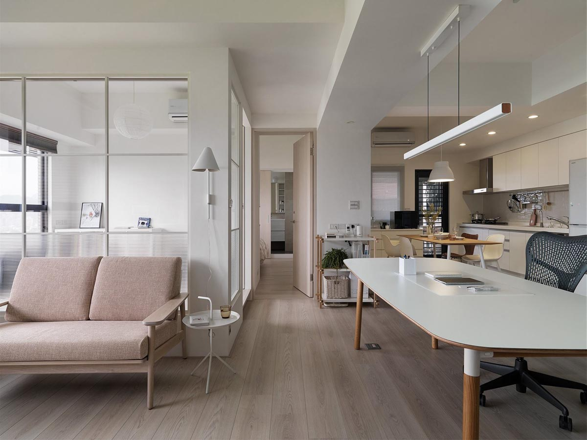 Completely White Apartment With Dominant Central Home Office images 3