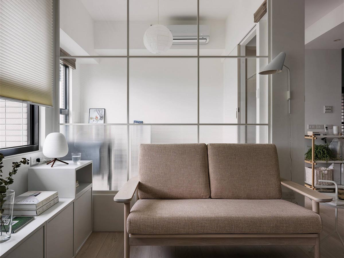 Completely White Apartment With Dominant Central Home Office images 1