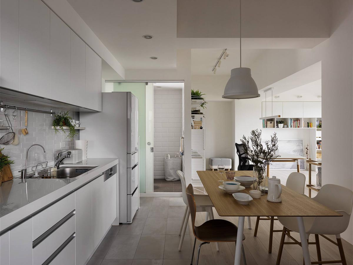 Completely White Apartment With Dominant Central Home Office images 14
