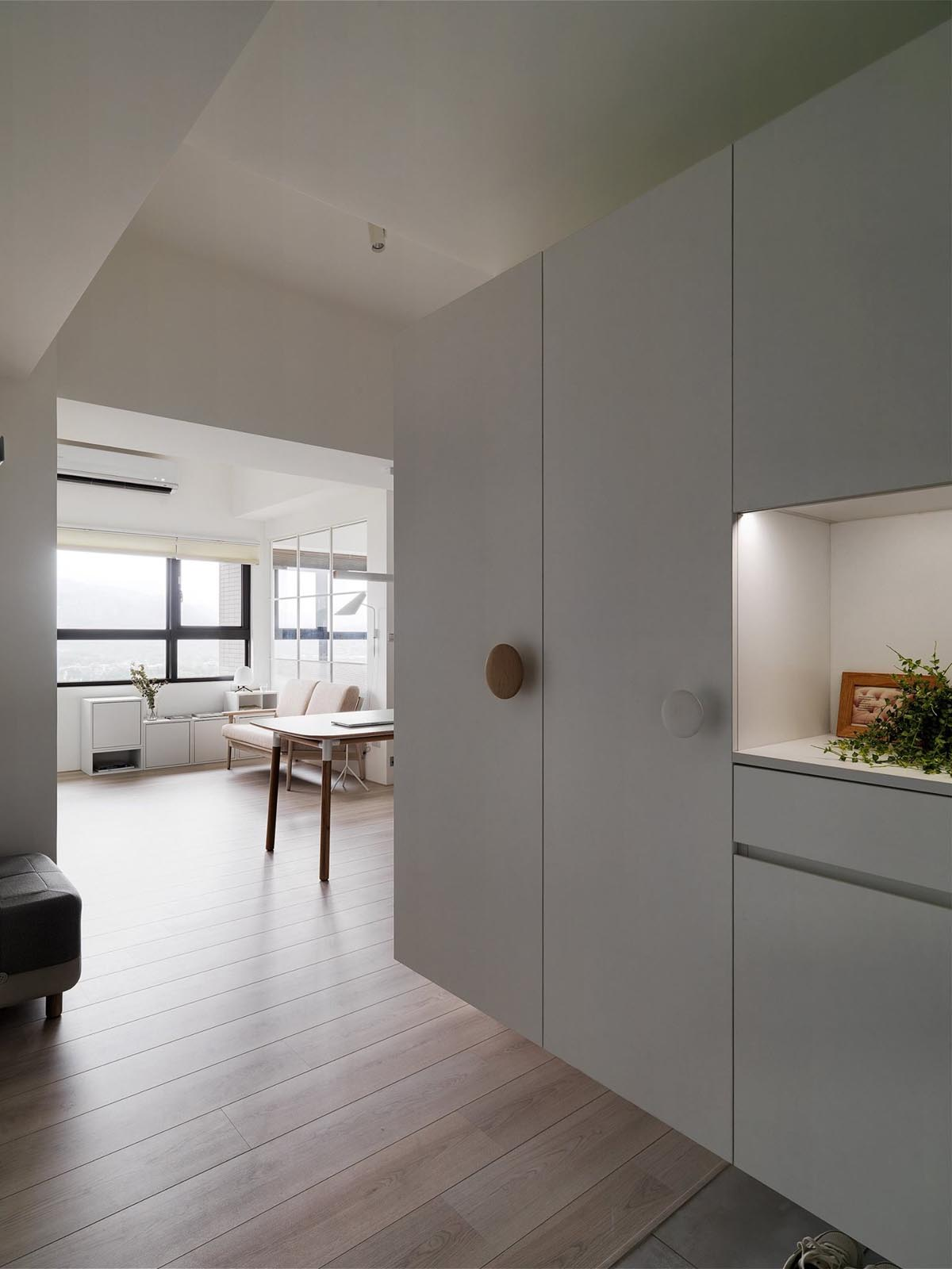 Completely White Apartment With Dominant Central Home Office images 17