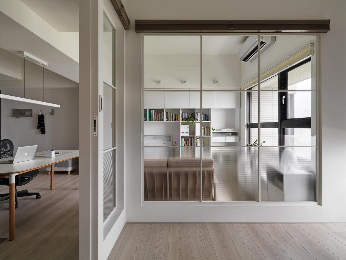Completely White Apartment With Dominant Central Home Office images 18