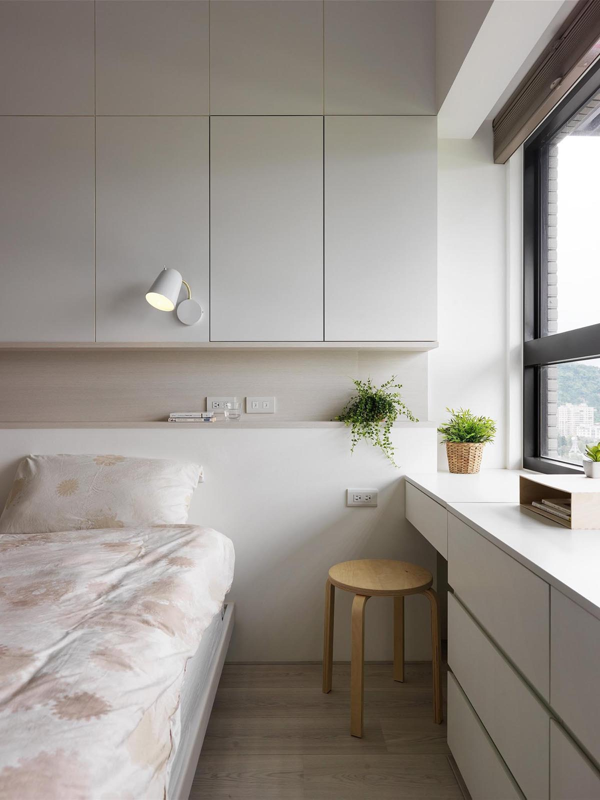 Completely White Apartment With Dominant Central Home Office images 22