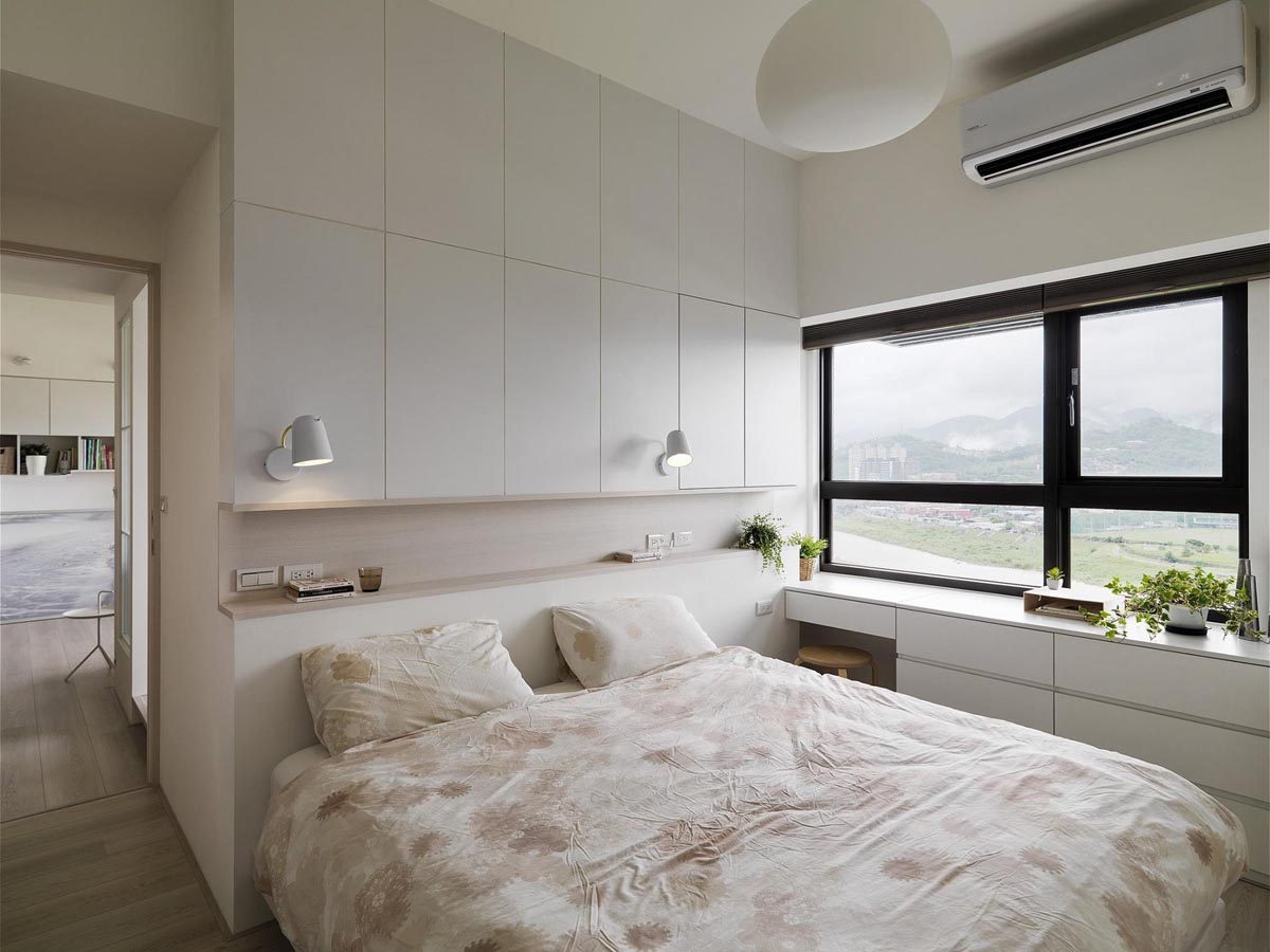 Completely White Apartment With Dominant Central Home Office images 20