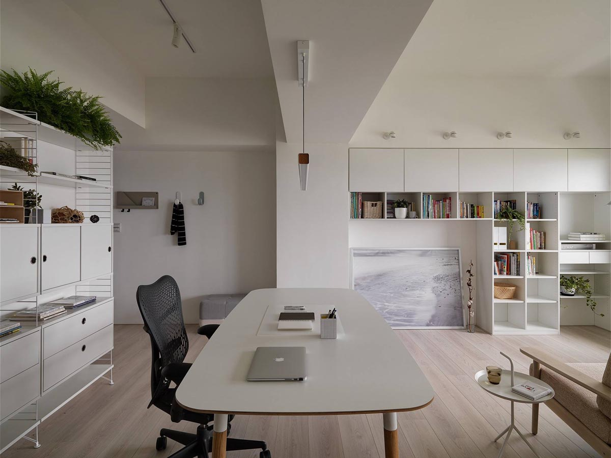 Completely White Apartment With Dominant Central Home Office images 8