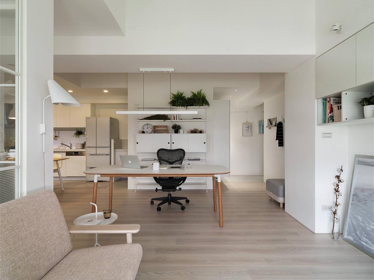 Completely White Apartment With Dominant Central Home Office images 6
