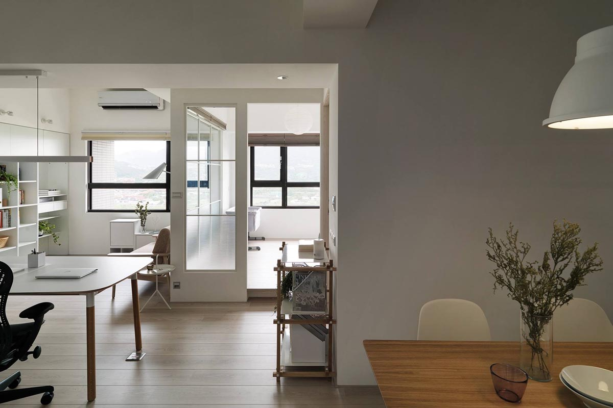 Completely White Apartment With Dominant Central Home Office images 12