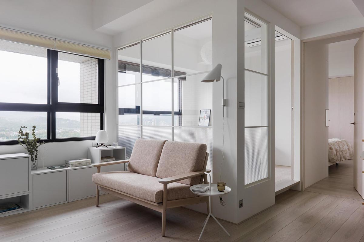 Completely White Apartment With Dominant Central Home Office images 2