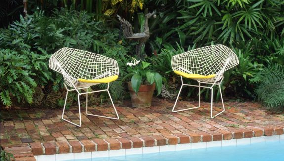 50 Modern Outdoor Chairs To Elevate Views of Your Patio & Garden
