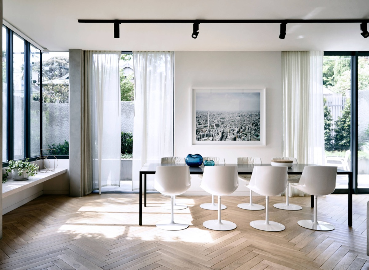40 Minimalist Dining Rooms That Will Leave You Hungry to Copy Their Style images 22