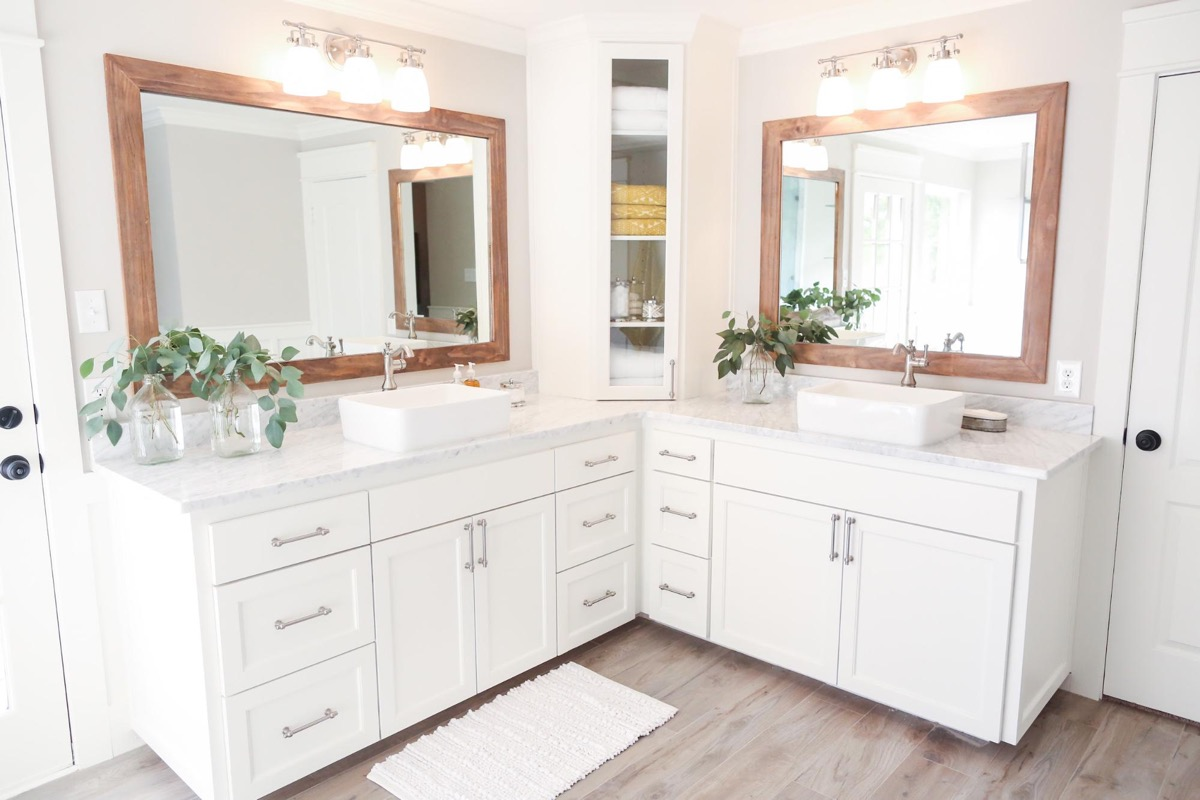 40 double sink bathroom vanities for Pictures of bathrooms with double sinks