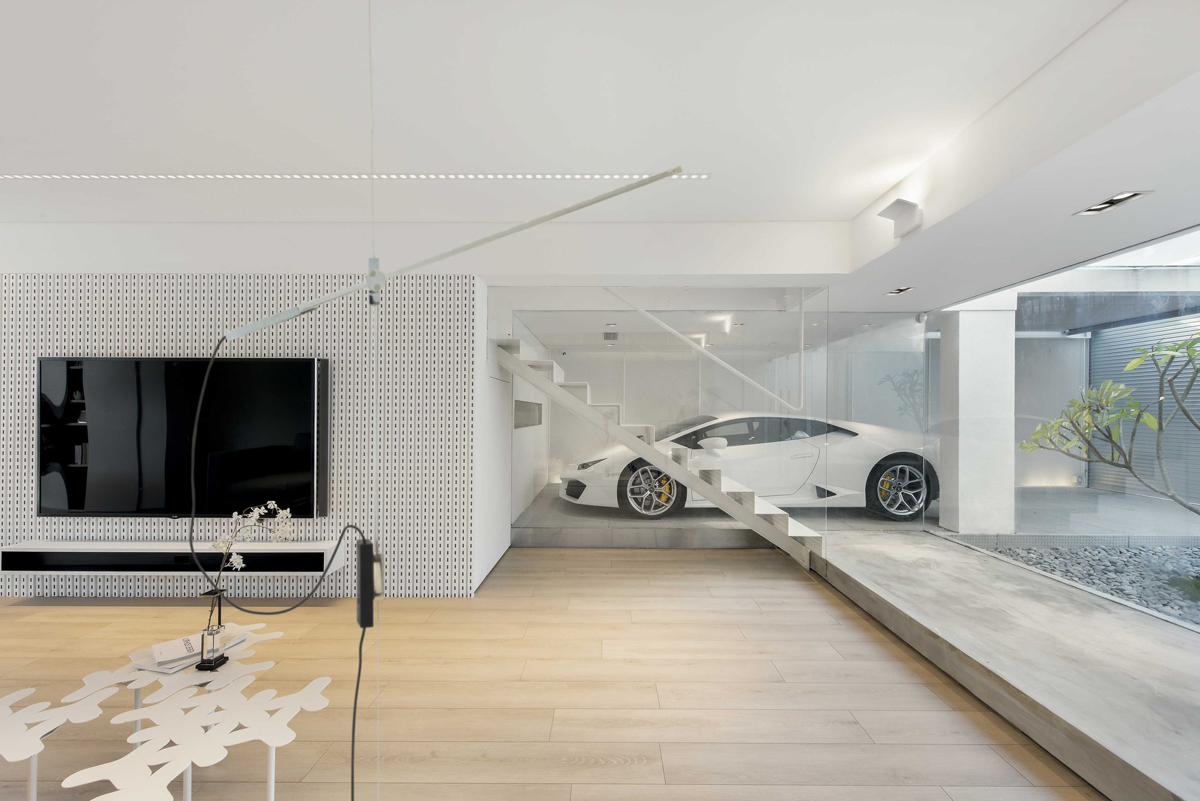 a car lover 39 s ideal home in hong kong. Black Bedroom Furniture Sets. Home Design Ideas