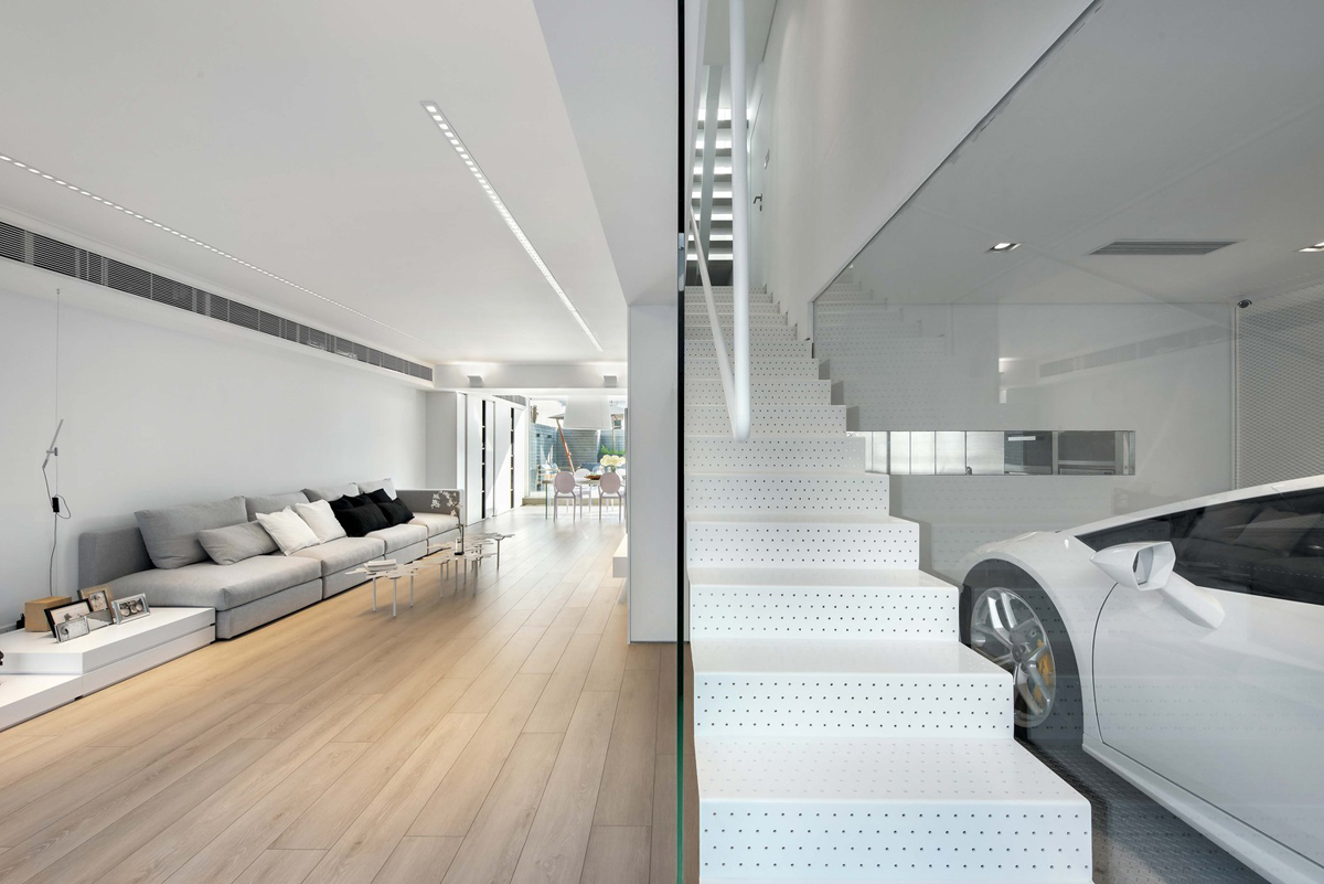 A car lover 39 s ideal home in hong kong for Office design archdaily