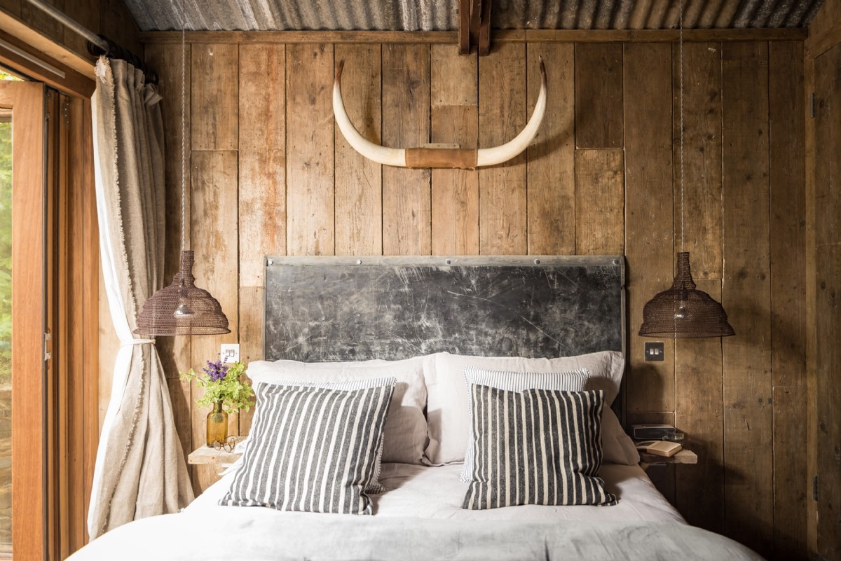 Rustic Bedrooms: Guide And Inspiration For Designing Them images 5