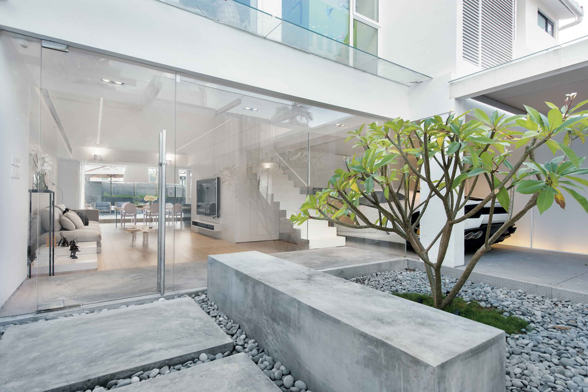 A Car Lover's Ideal Home In Hong Kong images 3