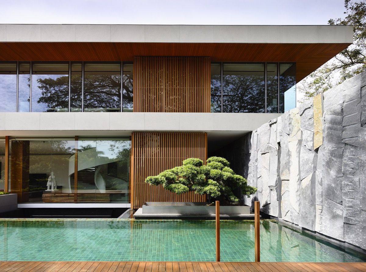 The Contemporary Home Of A Majestic Pre-War Rain Tree images 16