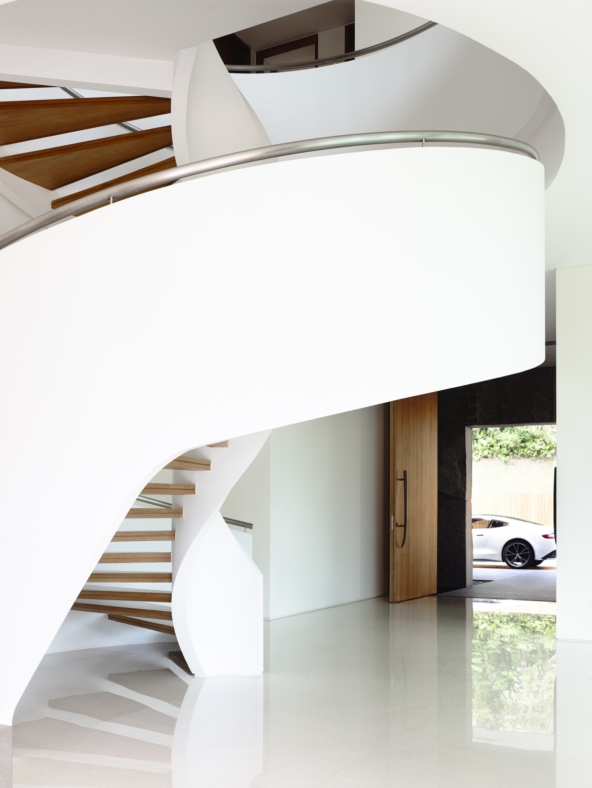 The Contemporary Home Of A Majestic Pre-War Rain Tree images 22