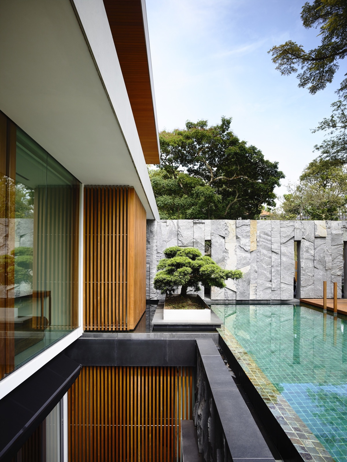 The Contemporary Home Of A Majestic Pre-War Rain Tree images 4