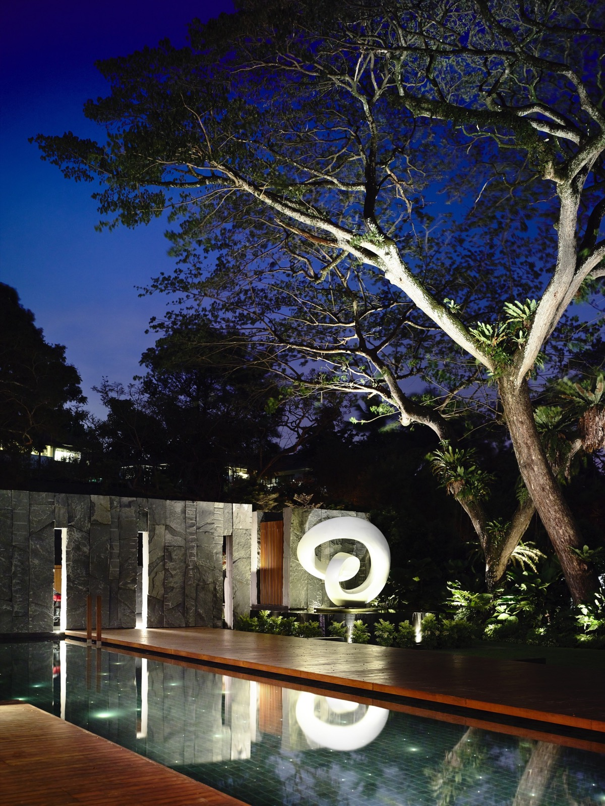 The Contemporary Home Of A Majestic Pre-War Rain Tree images 33