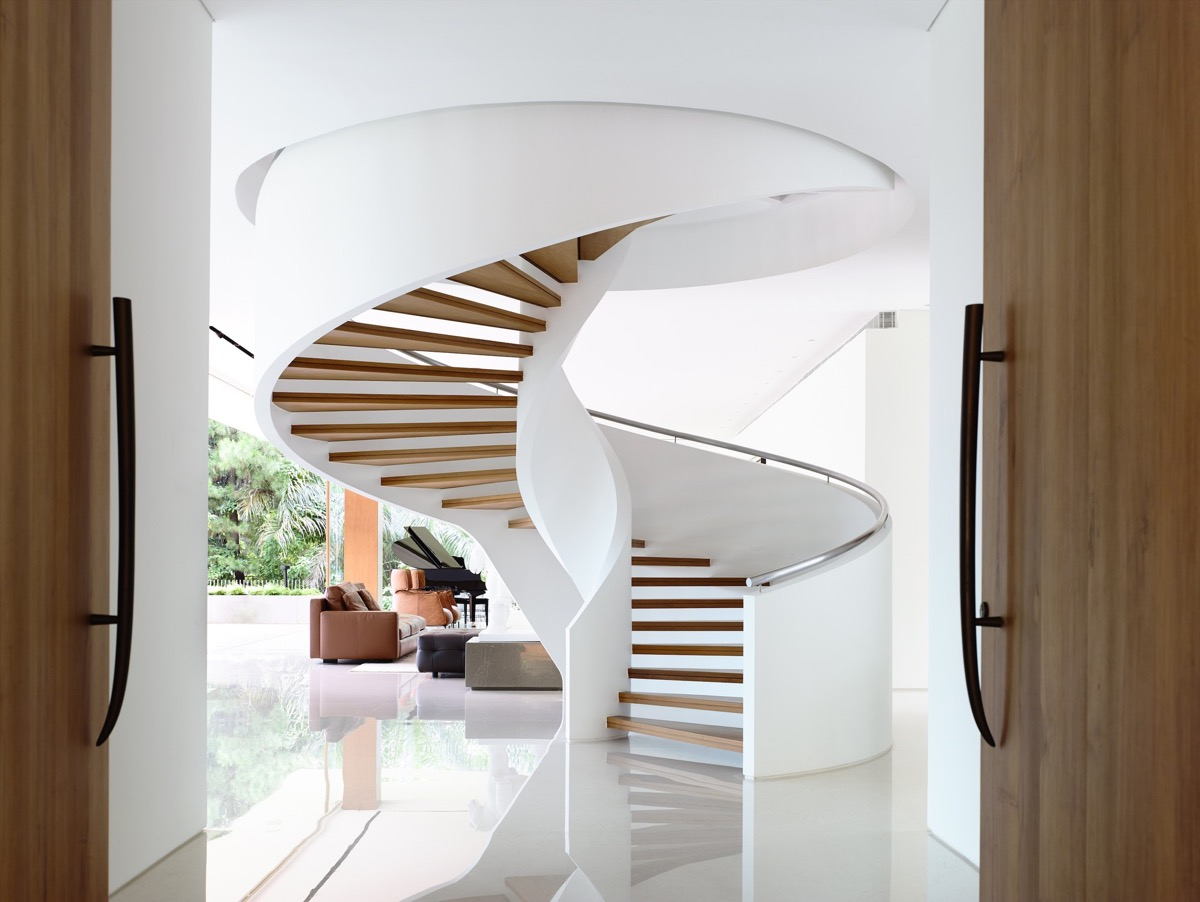 The Contemporary Home Of A Majestic Pre-War Rain Tree images 20
