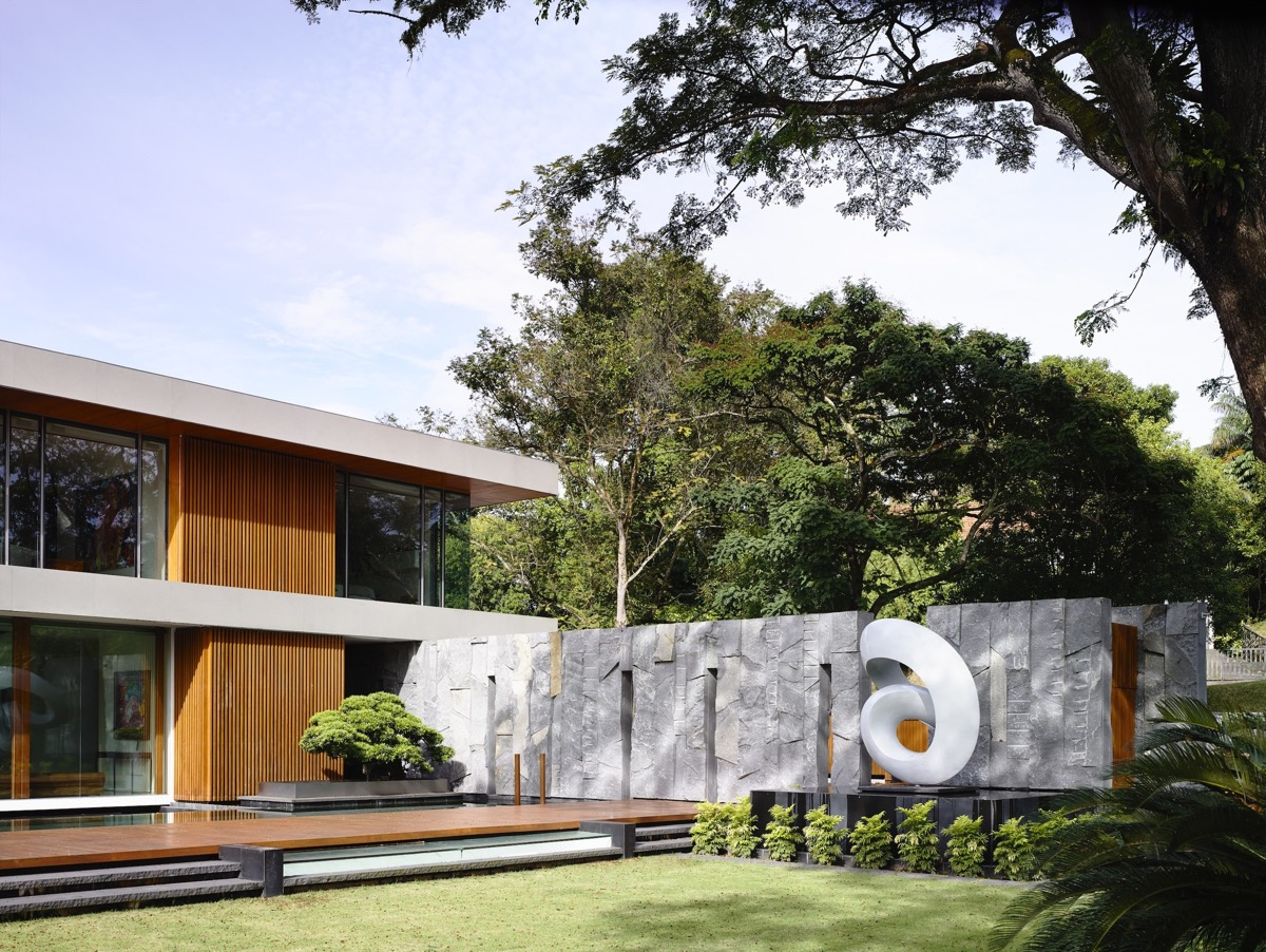 The Contemporary Home Of A Majestic Pre-War Rain Tree images 7