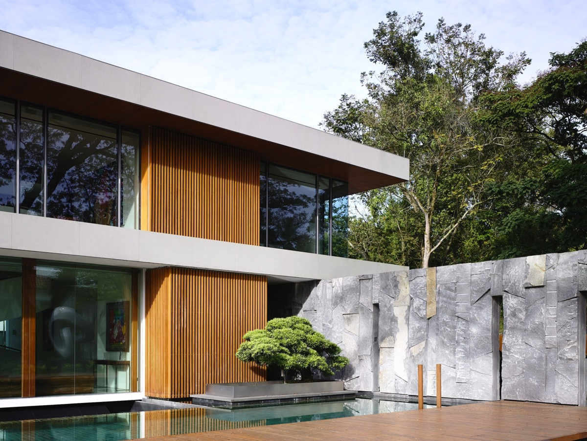 The Contemporary Home Of A Majestic Pre-War Rain Tree images 10