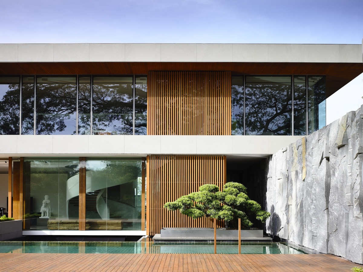 The Contemporary Home Of A Majestic Pre-War Rain Tree images 11