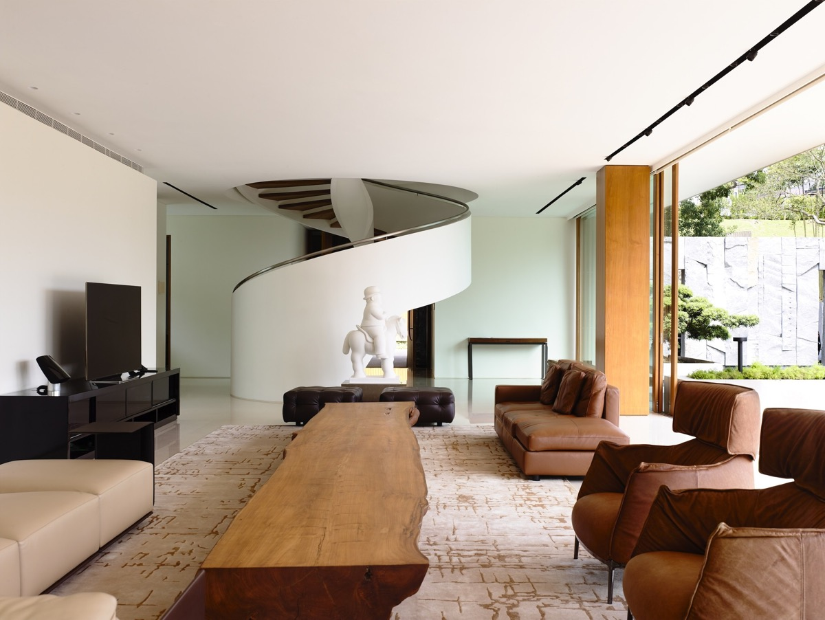 The Contemporary Home Of A Majestic Pre-War Rain Tree images 17