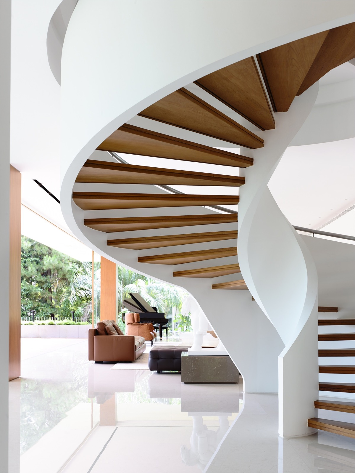 The Contemporary Home Of A Majestic Pre-War Rain Tree images 19