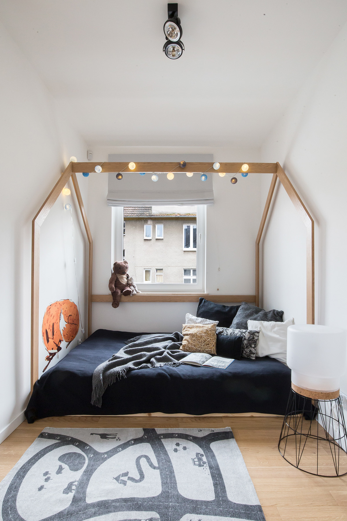 Scandinavian Style Interior With Pink And Blue Accents images 9