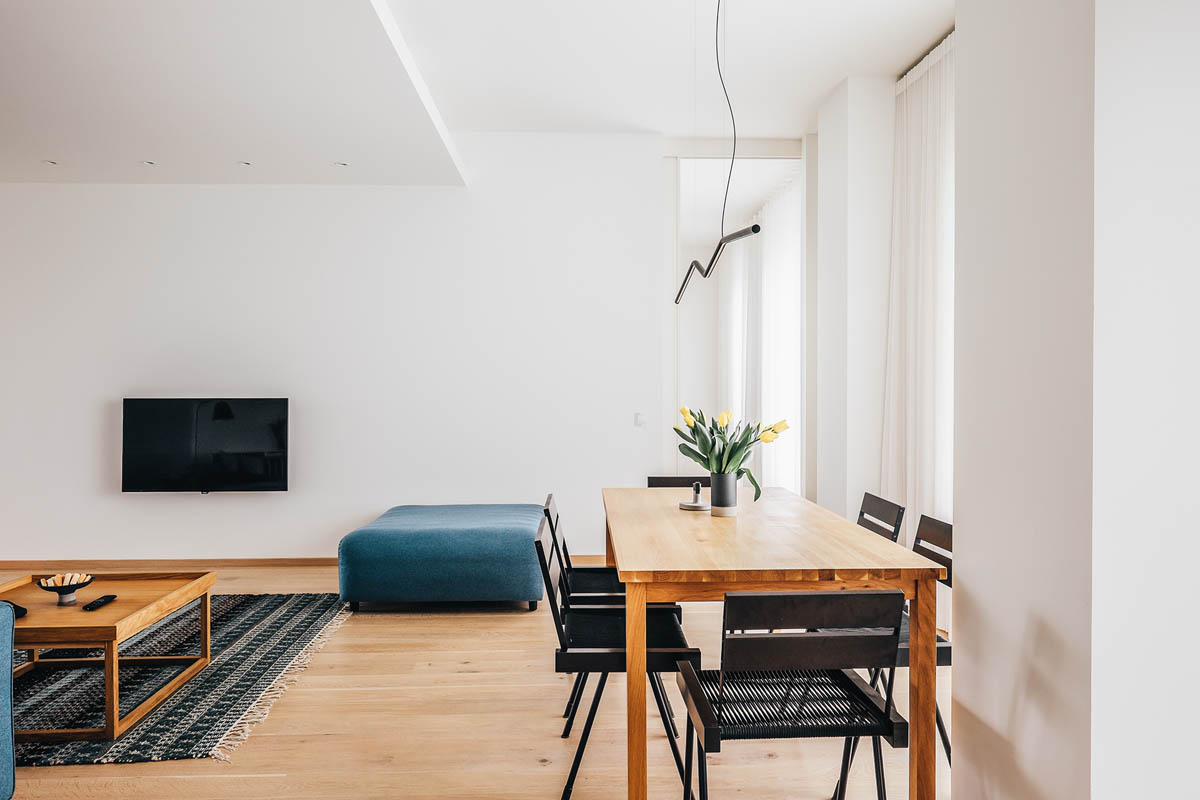 4 Bright & Cheerful Interiors That Use White & Wood To Good Effect images 18