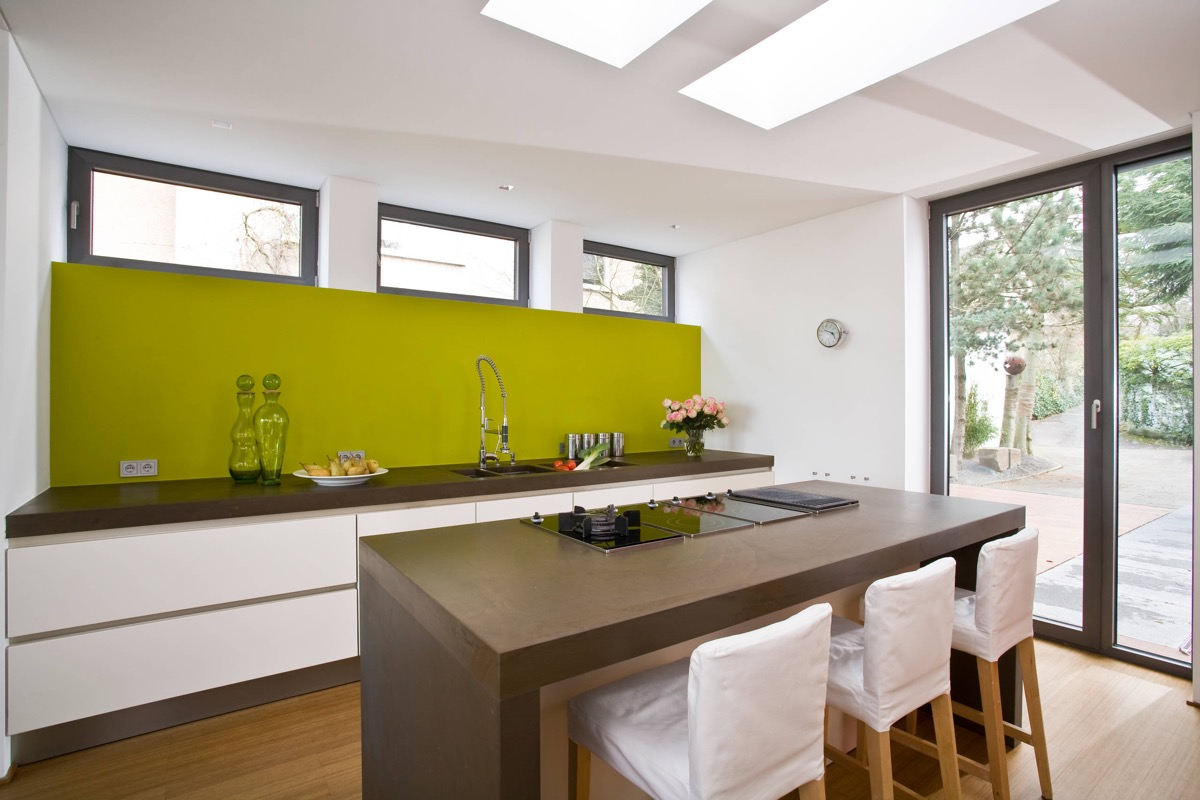 33 Gorgeous Green Kitchens And Ways To Accessorize Them images 21