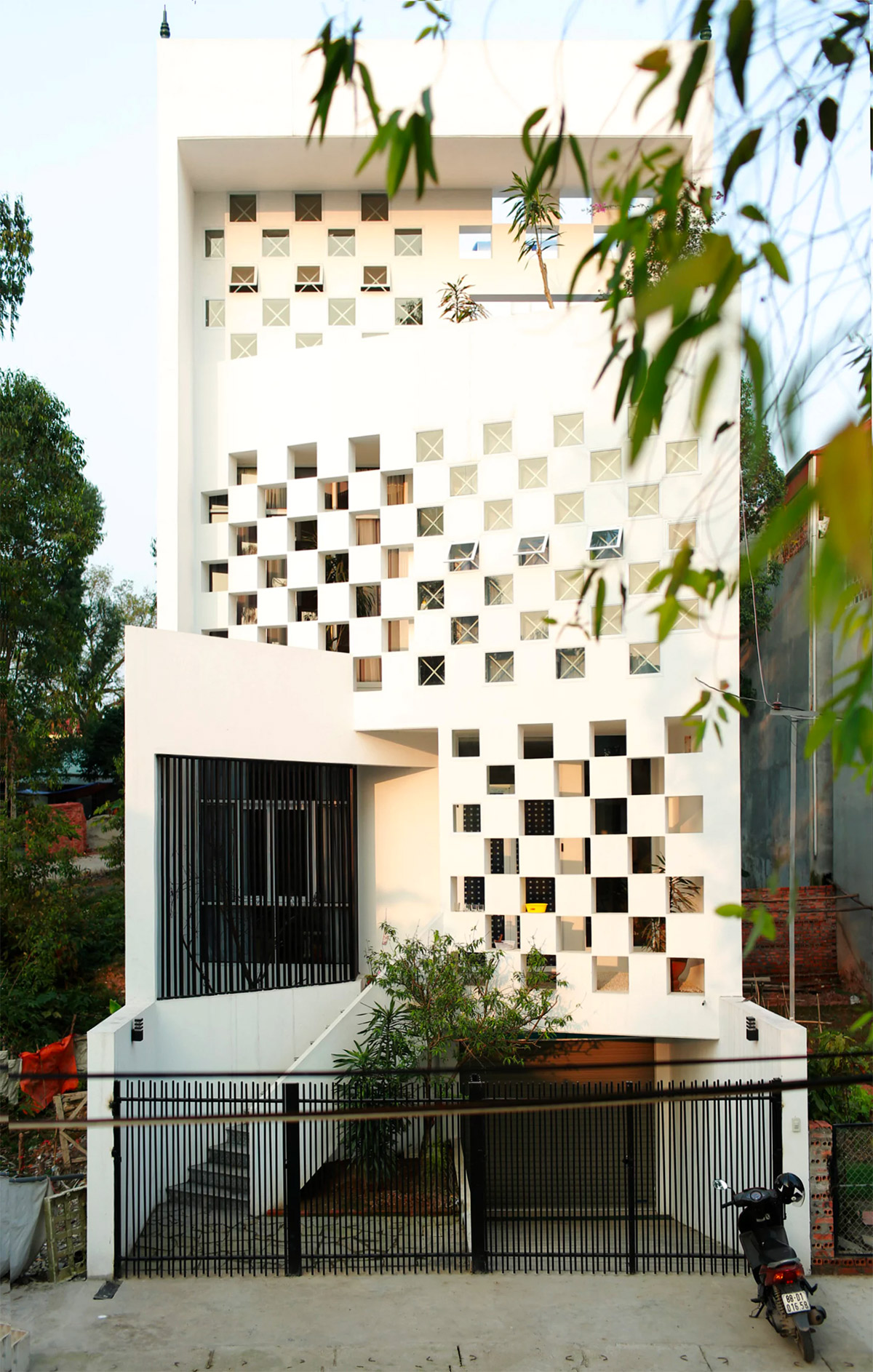 50 Narrow Lot Houses That Transform A Skinny Exterior Into Something Special images 28