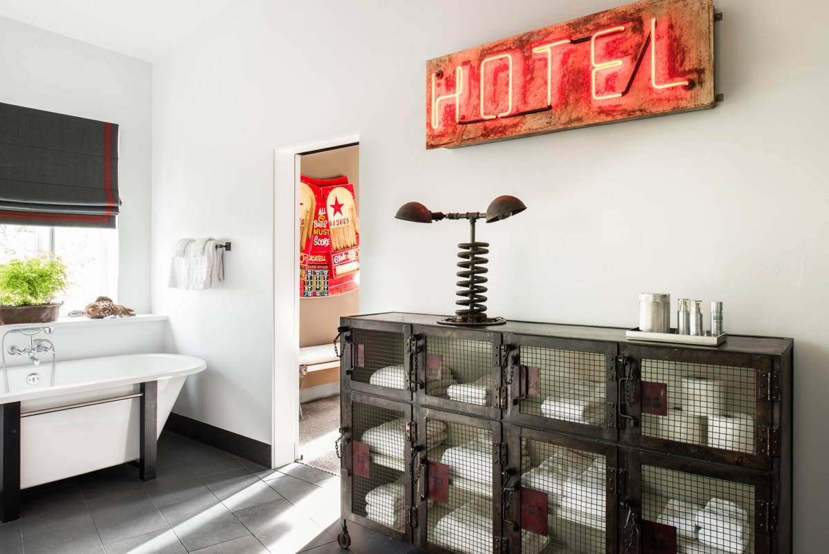 51 Industrial Style Bathrooms Plus Ideas & Accessories You Can Copy From Them images 42