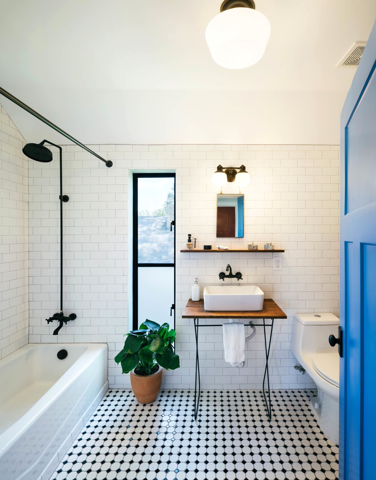 51 Industrial Style Bathrooms Plus Ideas & Accessories You Can Copy From Them images 26