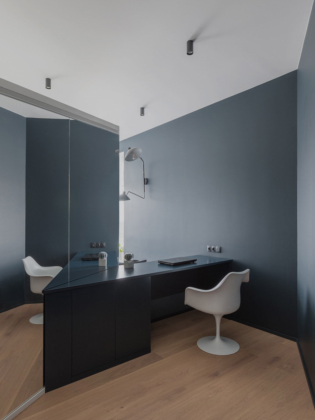 An Apartment With A Complex Geometry images 30